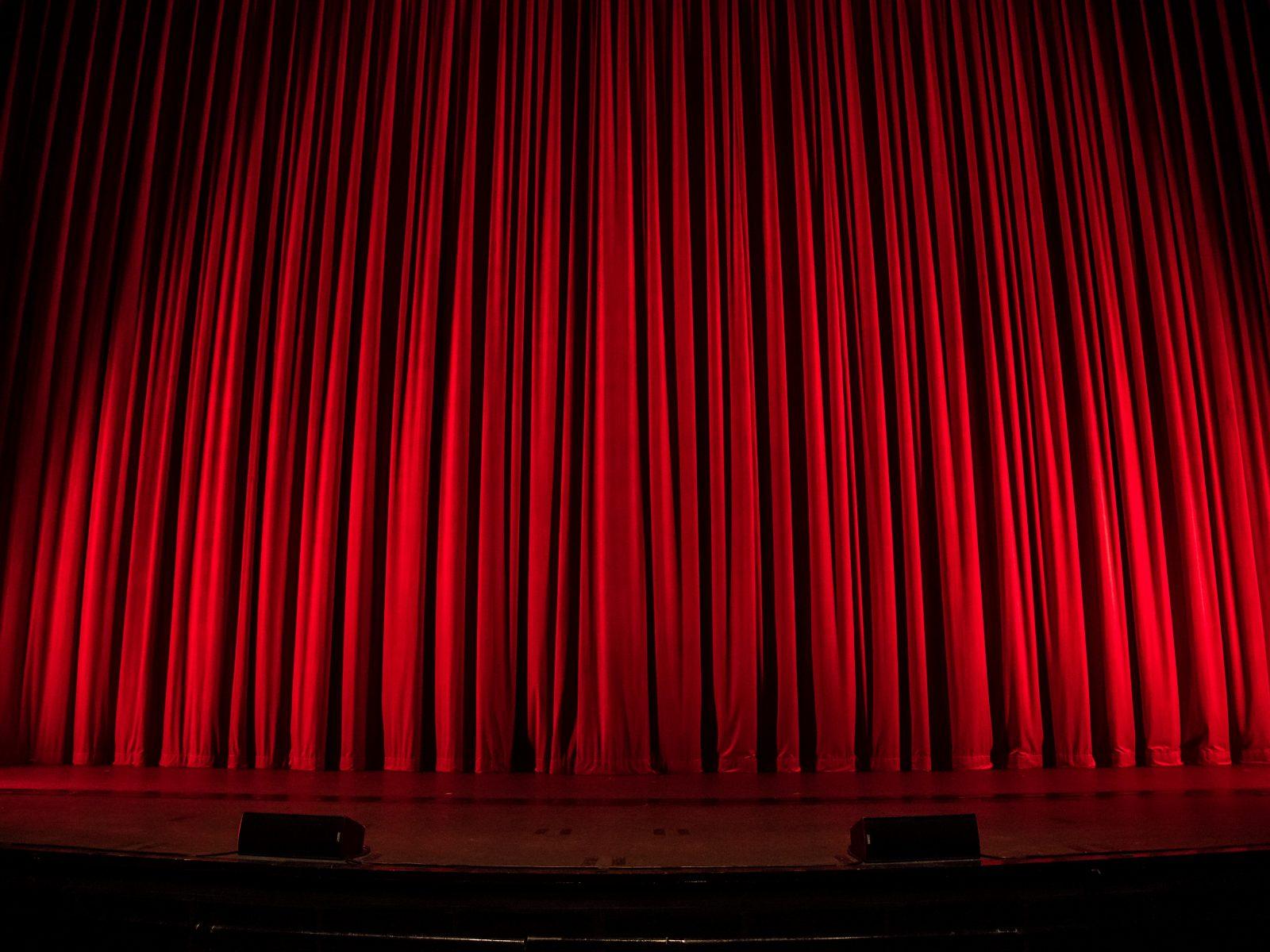 """Victor Hugo Pontes estreia """"Os Três Irmãos"""" no Teatro Viriato"""